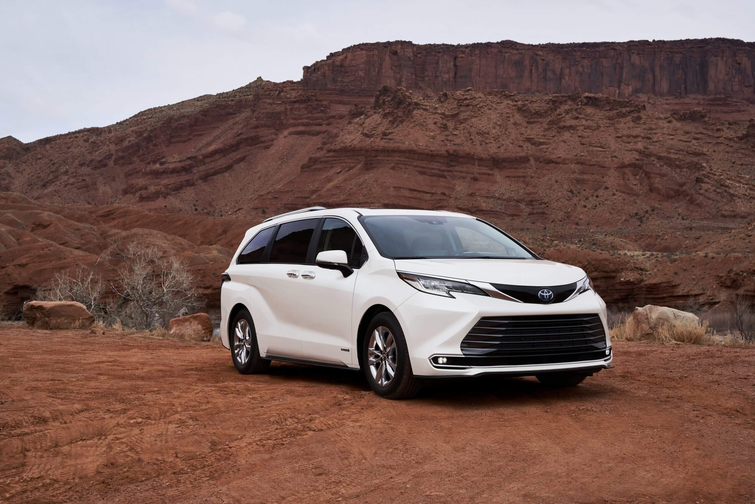 2021_Toyota_Sienna_Limited_02-scaled-3